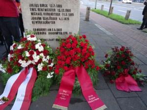 Gedenken an die Opfer des Faschismus in Deutschland: Kranzniedelegung am Mahnmal für die 1933 ermordeten Gewerkschafter. Foto: Petra Grünendahl.