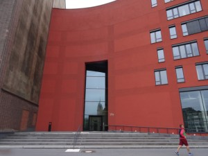 Besuchereingang zum Landesarchiv NRW im Duisburger Innenhafen. Foto: Petra Grünendahl.