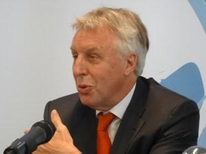 Vorstandsvorsitzender Erich Staake bei der Bilanzpressekonferenz 2016 der Duisburger Hafen AG. Foto: Petra Grünendahl.