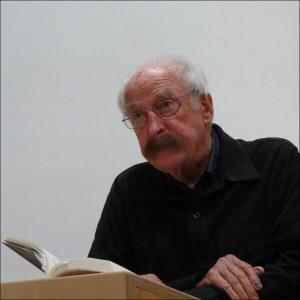 """Walter Kaufmann mit """"Schade, dass du Jude bist"""" in der Synagoge. Foto: Petra Grünendahl."""