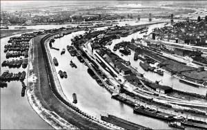 Ruhrort noch mit dem Kaiserhafen Anfang des 20. Jahrhunderts. Foto: Duisburger Hafen AG.