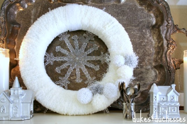 White Wreath on Mantel | #silverandgold #christmas #christmasdecor