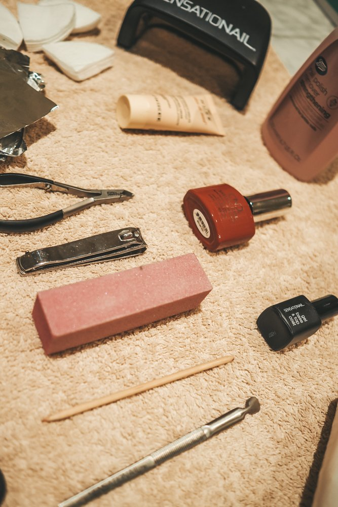Tools for a shellac manicure at home