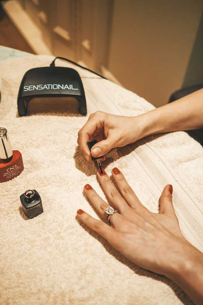 A Shellac Manicure at Home