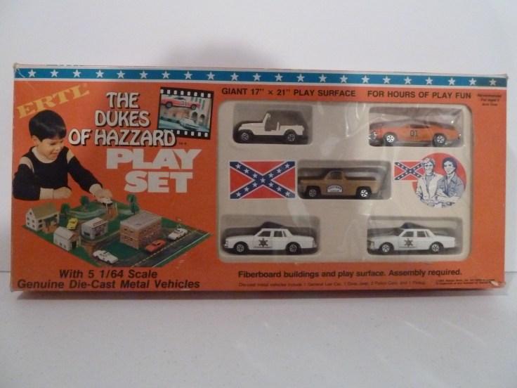 Ertl Playset - General Lee, Cooter's Pickup, Dixie, 2Patrol Cars