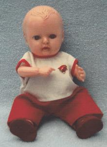 En af Lilian Skovs Rosebud-Ønskebabyer i originalt tøj !
