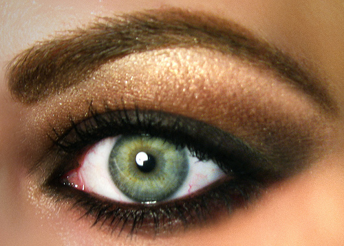 Fashion/Hair/Makeup: What Eye Shadow Color Is Best For