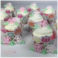 Pink Velvet Cupcakes Con Rosas De Glasé Real