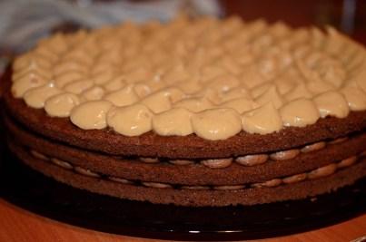 tort-cu-crema-de-caramel-si-ciocolata-1