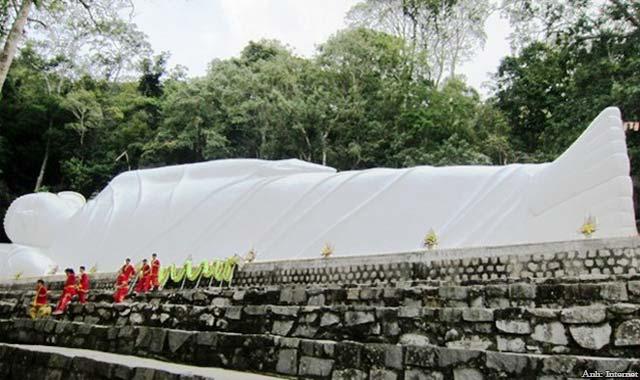 Tượng Phật Thích Ca nhập niết bàn ở chùa Linh Sơn Trường Thọ