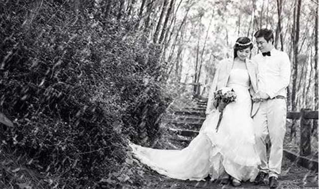 Chụp hình cưới trên biển Lệ Thủy