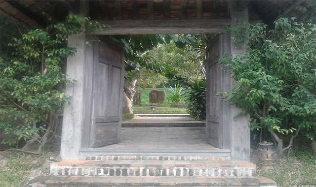 Khu nhà cổ trên đảo hòn tằm Nha Trang
