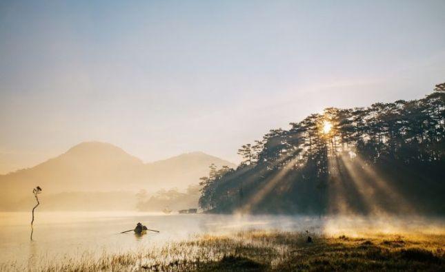 Hồ Tuyền Lâm tinh khôi say đắm lòng người trong sương sớm