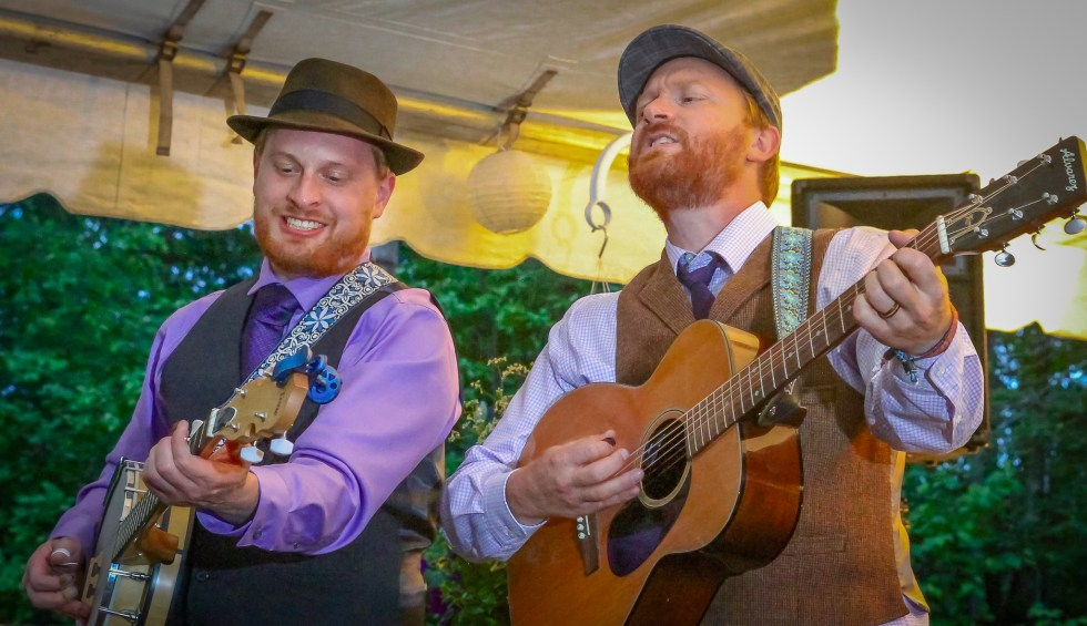 Lindula Brothers playing at the Duluth Folk School