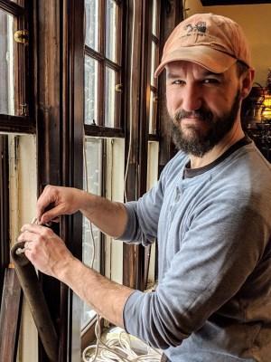 Duluth Folk School instructor Joe Hayes