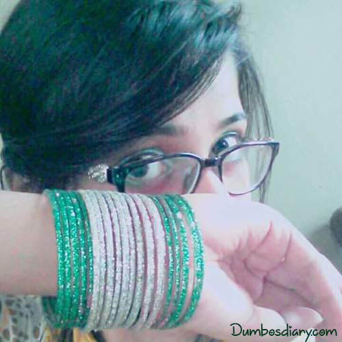 A girl wearing bangles on Pakistan Day