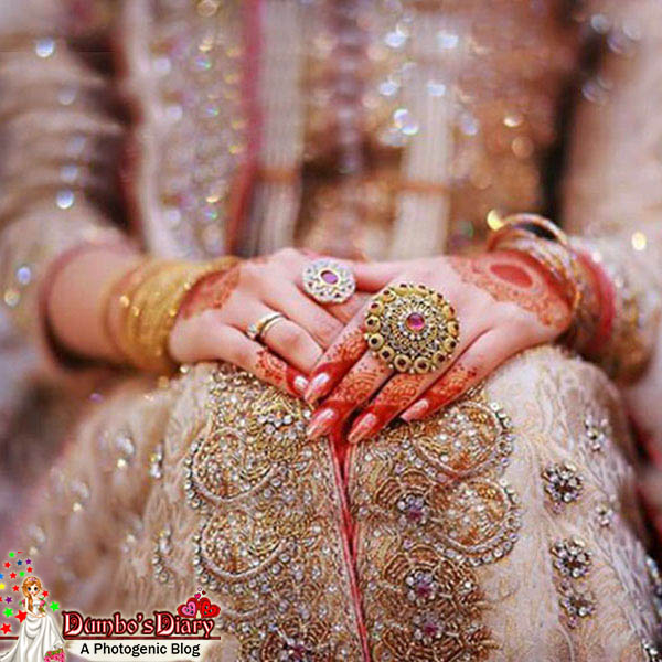 Mehndi Hands With Rings : Beautiful brides photos to use as dp on social media