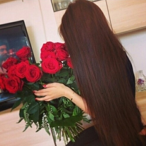 beautiful-long-hair-girl-with-red-roses