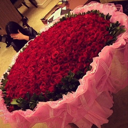 cute-girl-with-roses-hiding-her-face