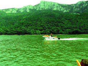 Croaziere in Cazanele Dunarii cu Barca sau Salupa