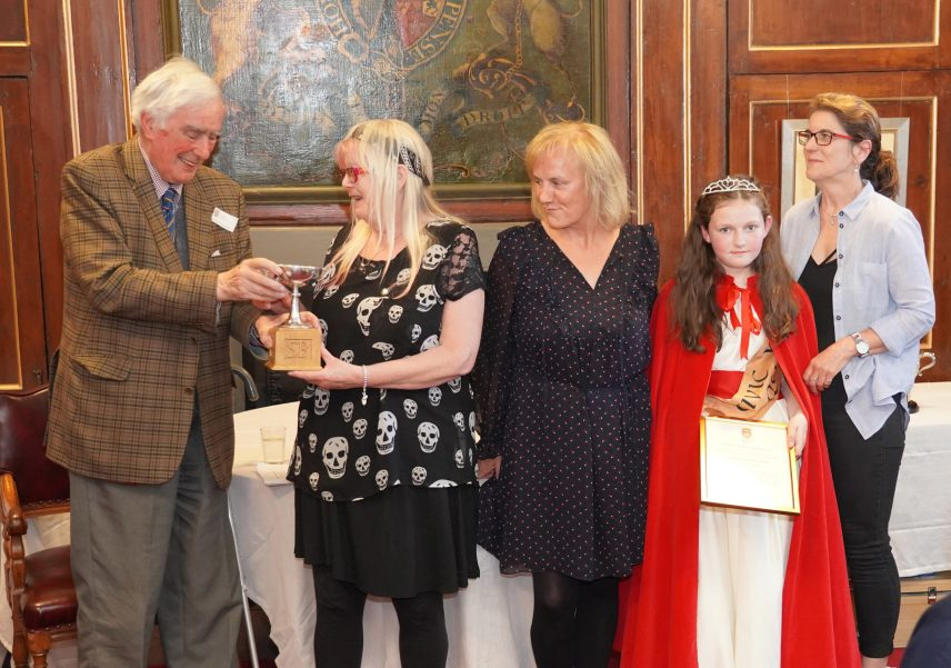 The presentation of the Stephen Bunyan award 2019 to Dunbar against Litter