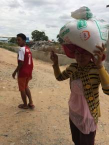 The Cambodian way to carry rice