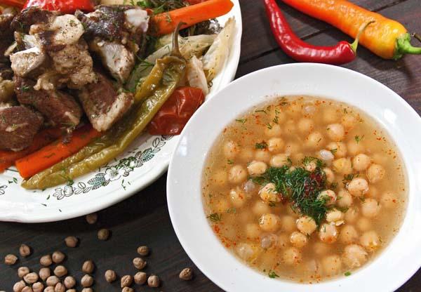 подача супа, приготовленного в пароварке