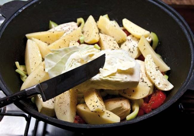 смазывание долек капусты сливочным маслом