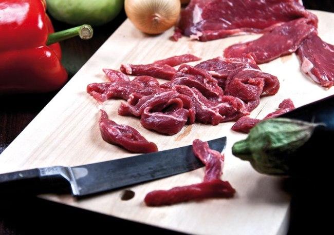 нарезка мяса для подливы