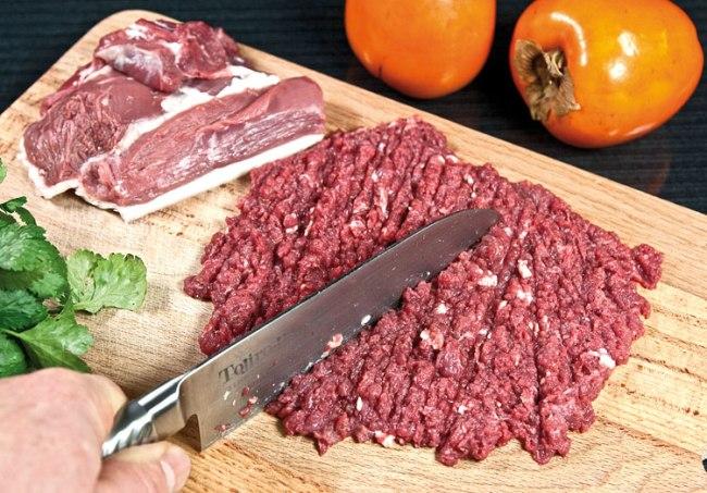 измельчение мяса для хунона (ханума) с мясной начинкой
