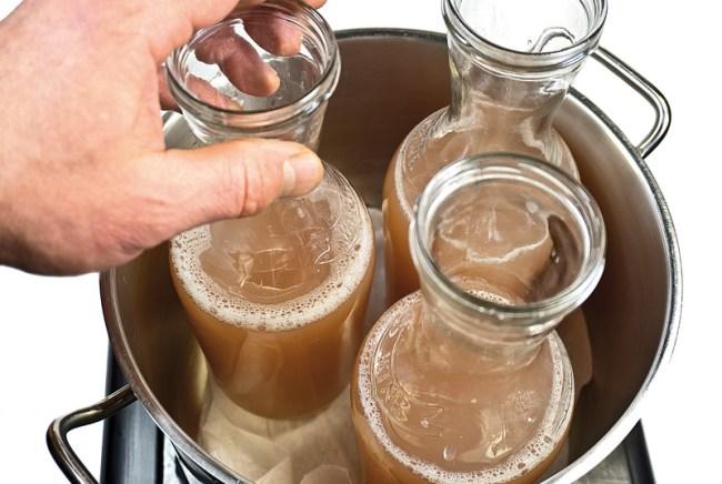 подготовка бутылок с вином к пастеризации