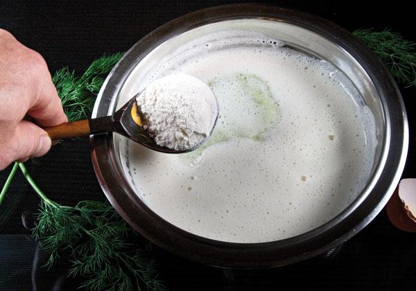 добавление муки в тесто для кабачковых оладий