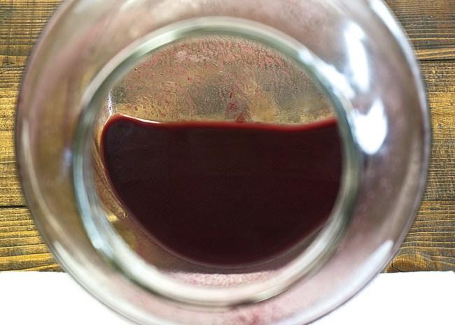 исследование осадка черничного вина