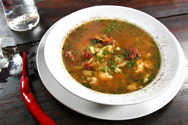подача и сервировка супа с клецками