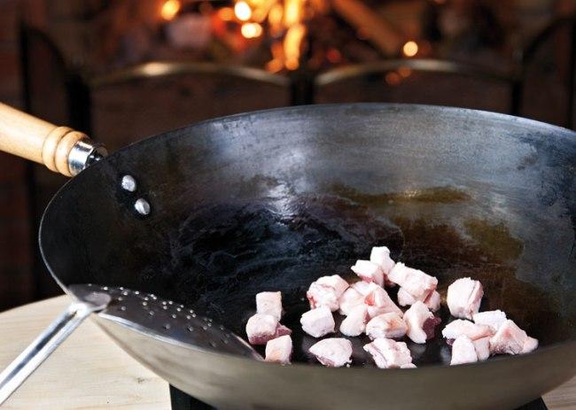 вытапливание сала для ароматизации масла при приготовлении шавли