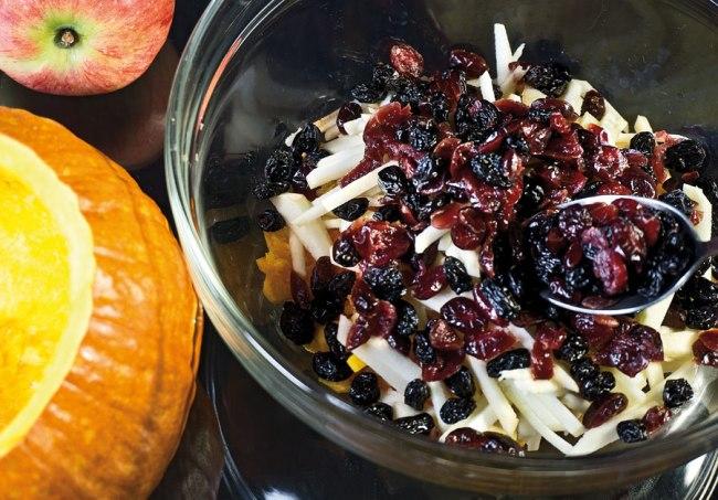 добавление в начинку изюма и сушеных ягод
