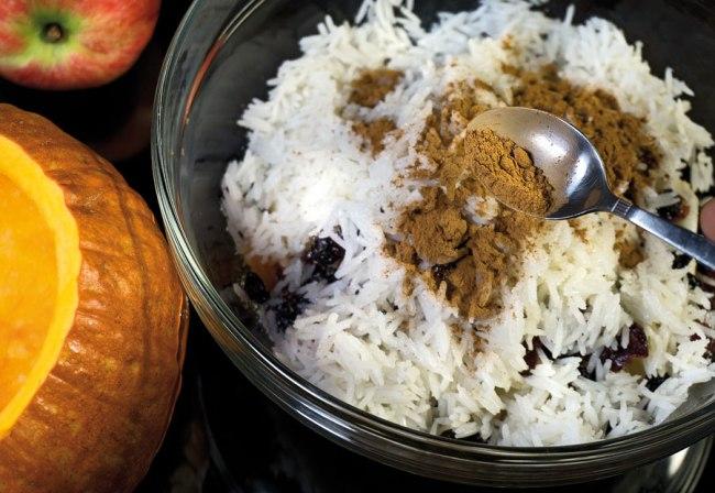 добавление в начинку соли, сахара и молотой корицы
