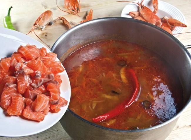 добавление рыбного филе в сборную рыбную солянку