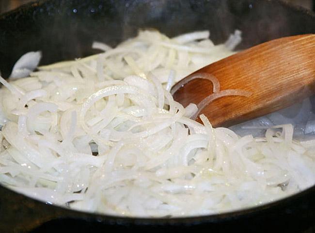 пассерование лука для сборной мясной солянки