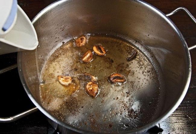 формирование соуса для тушения ароматной курицы