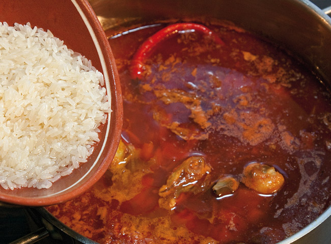 добавление риса в харчо