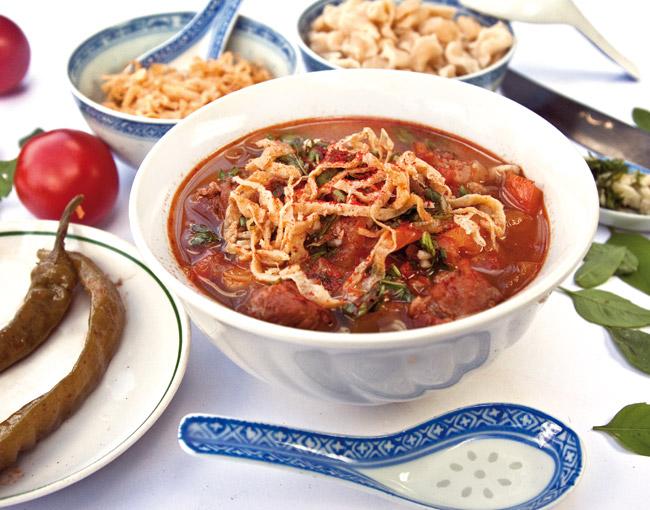 сервировка и подача мампара - дунганского супа с клецками