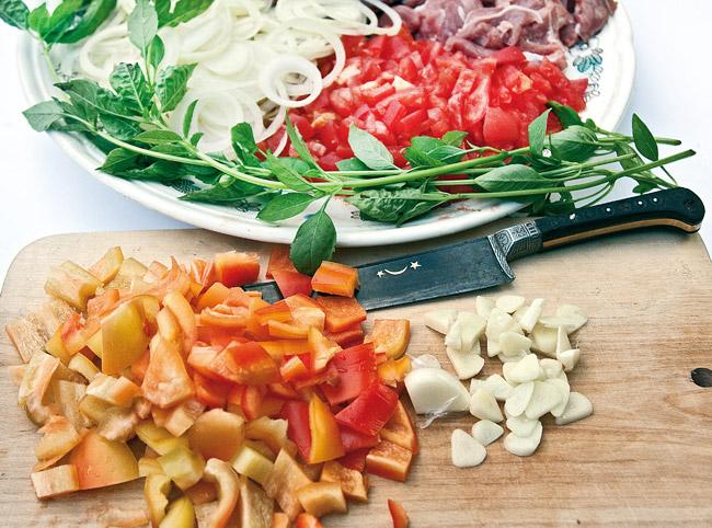 подготовка овощей для мампара - дунганского супа с клецками