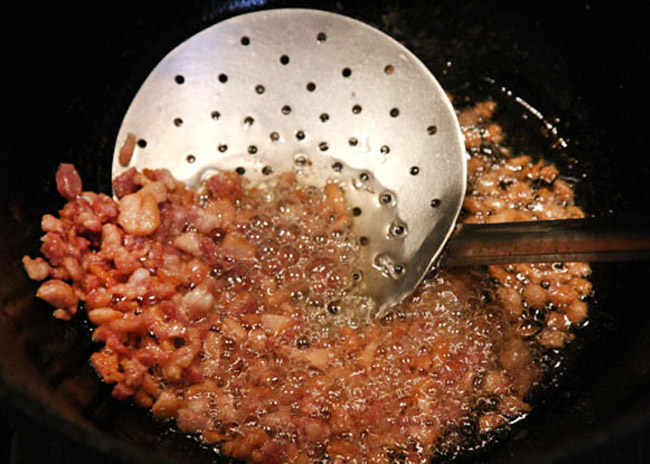 вытапливание сала для карчерато - густого итальянского супа