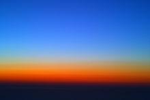 Langit penuh warna di kala senja (Sumber: wikipedia).