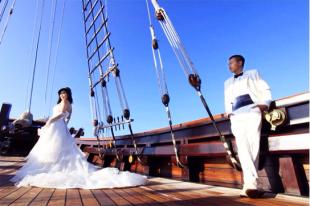 Prewedding photos on luxury yacht in bali