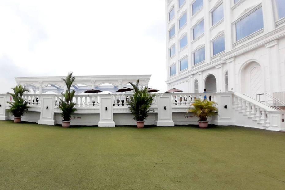rooftop garden adimulia hotel