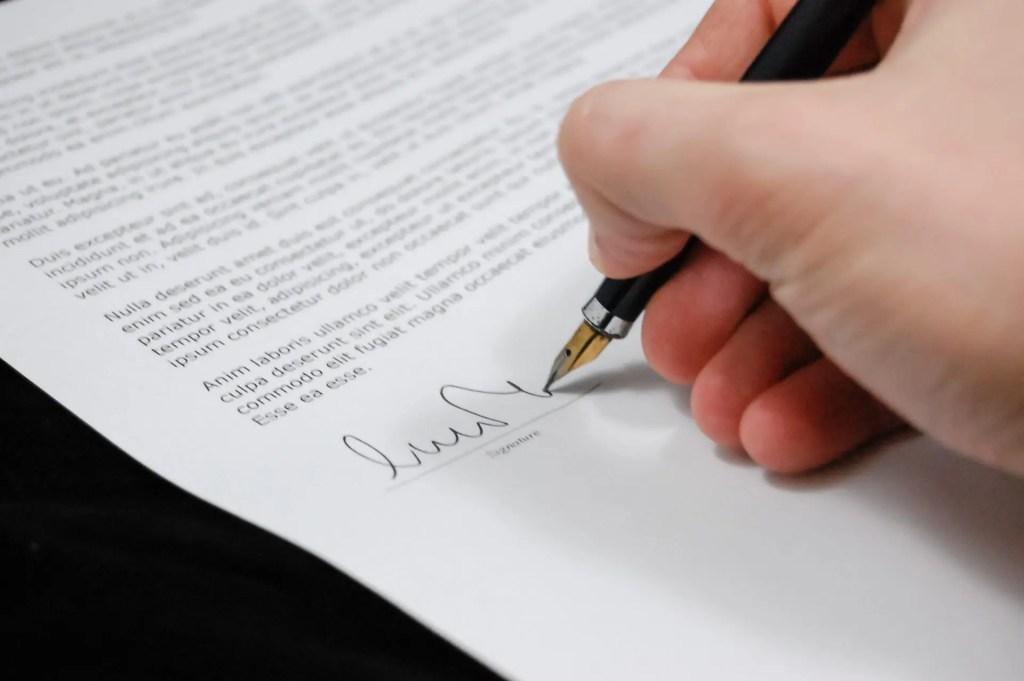 confidentiality clause signature
