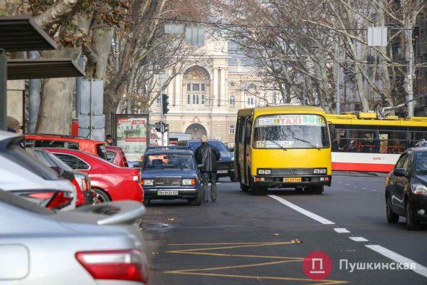«Более долговечно»: в 2021 году дорожную разметку в Одессе обещают делать жидким пластиком   Новости Одессы