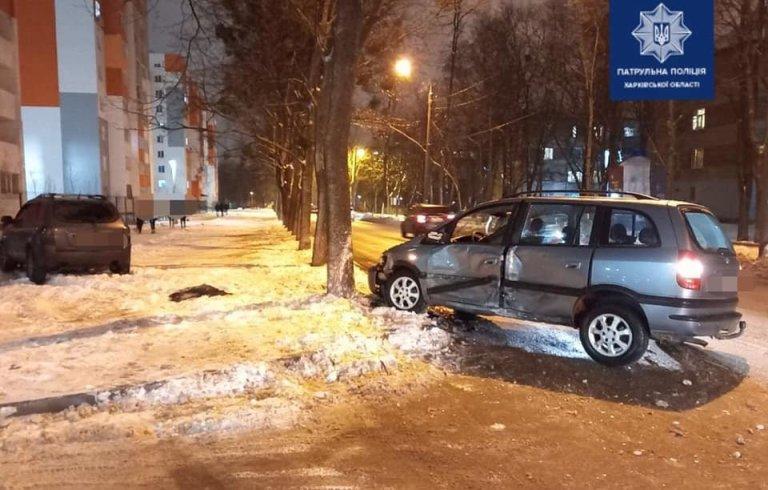 В Харькове столкнулись автомобили «Opel» и «Hyundai»: два пассажира в больнице, – ФОТО